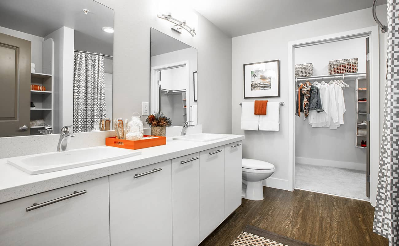 The Colony at The Lakes-Master Bath